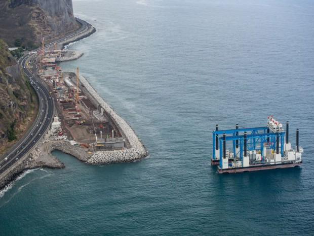 Les travaux en mer de de la Nouvelle route du Littoral (NRL)  viennent de démarrer au nord-ouest de La Réunion.