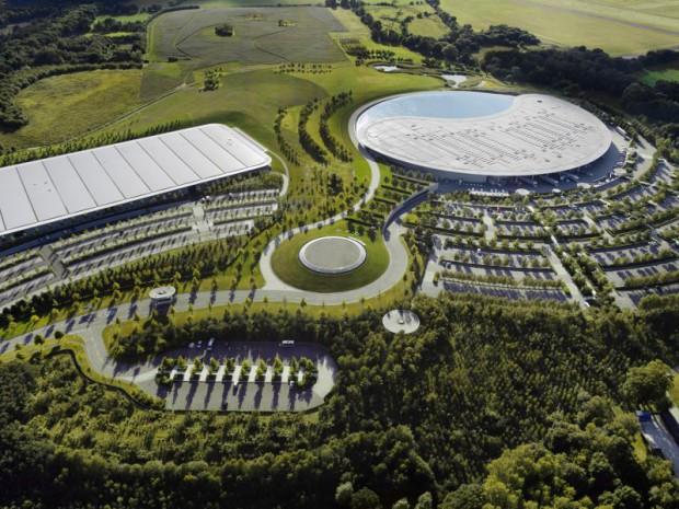 McLaren Production Centre conçu par l'agence architecturale Foster + Partners