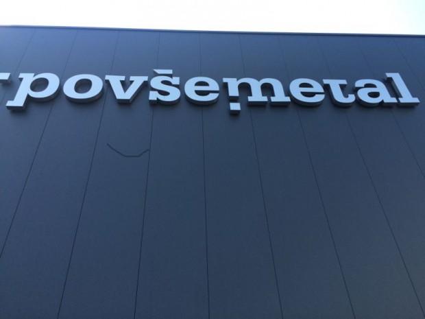 L'usine Povše Metal Industrial et des bureaux conçus par Studio Esplanada