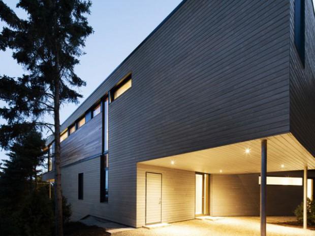 Une maison aux façades contrastées