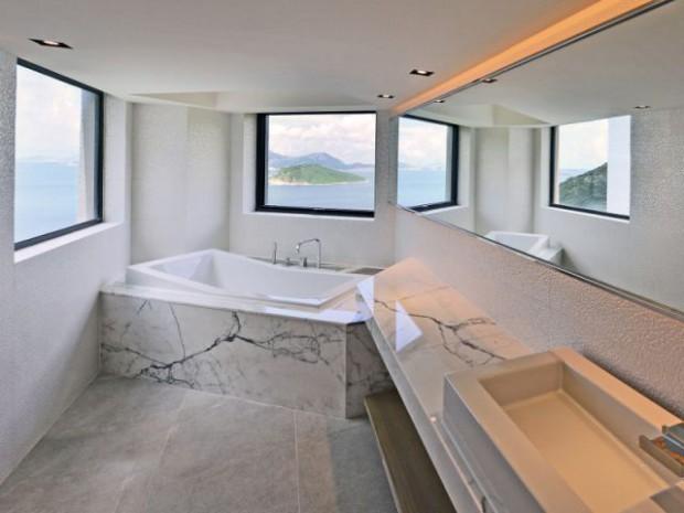 Ribbon House : Une salle de bains avec une vue panoramique sur la mer