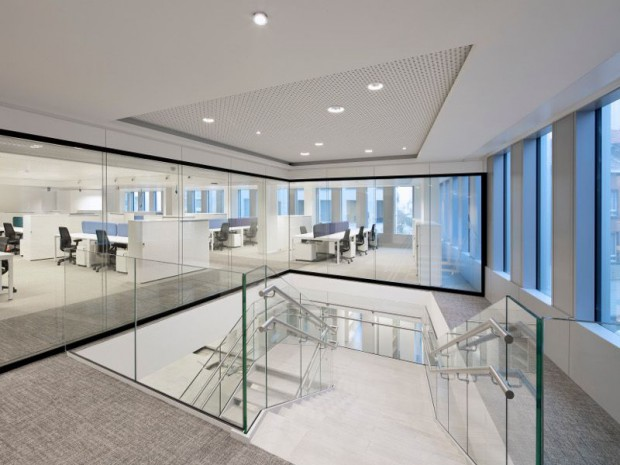 Inauguration de la tour Astro à Bruxelles (Belgique), une tour de bureau rénovée de 36.000 m² sur 33 étages.