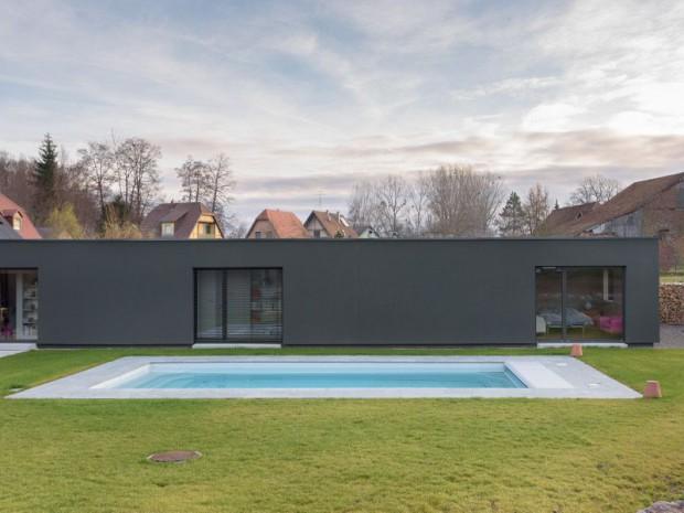 Réalisation d'une maison implantée à Tagsdorf (Haut-Rhin) au cœur d'un village du sud de l'Alsace.