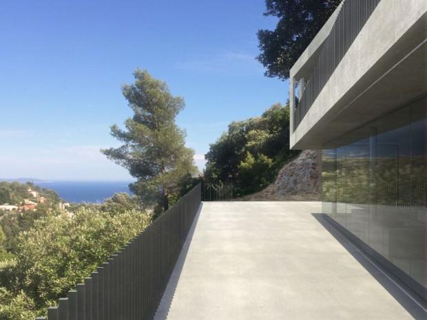 Une villa d'architecte perchée sur la colline d'Hyères