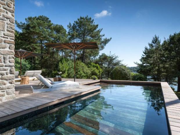 Une piscine à fond mobile, une terrasse optimisée