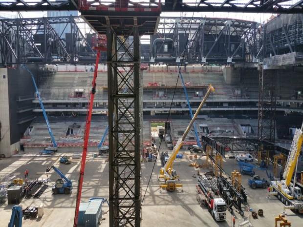 La pose de la toiture de 6.100 tonnes,  le dernier défi de l' U Arena de Nanterre