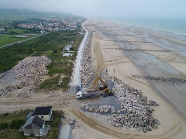 Réalisation d'une digue de 2,4 km en enrochement à Sangatte (Pas-de-Calais)