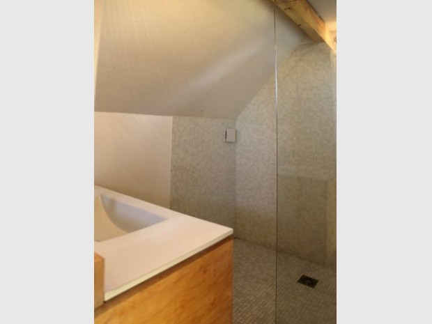 Une salle de bains habillée de mosaïque