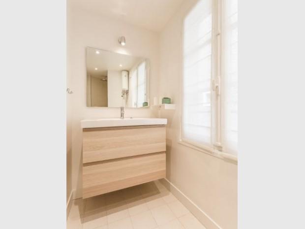 Atmosphère réconfortante dans la salle de bains