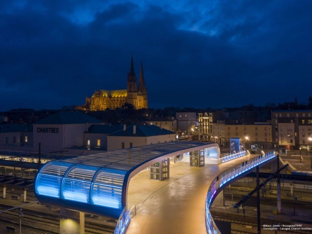Passerelle gare Chartres 01