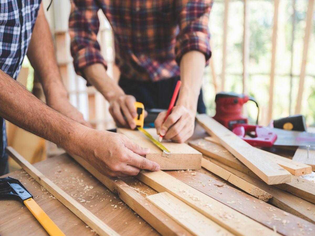 Illustration apprenti charpentier